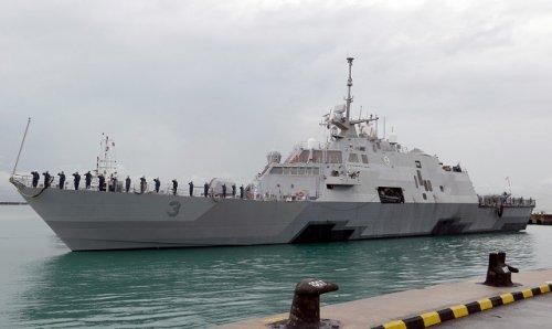 USS_Fort_Worth_LCS_3_Singapore.jpg